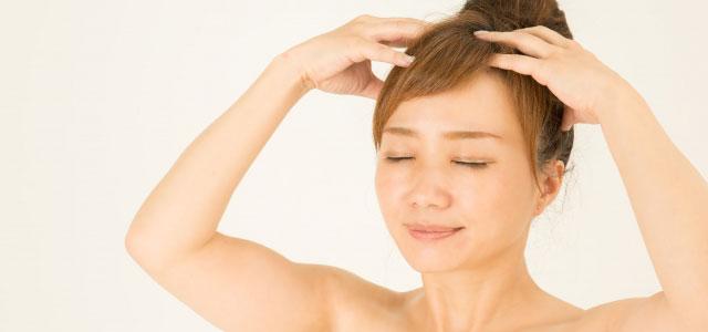 マッサージをしながら頭皮汚れを落とす イメージ